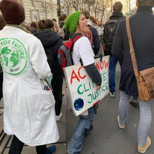 Act now! #climatechange #climatejustice #systemchange #thereisnoplanetb #klimaschutz #jetzt @fridaysforfuturevienna @fridaysforfuture.at #wien #igersvienna Stubenring 8-10/Georg Coch Platz