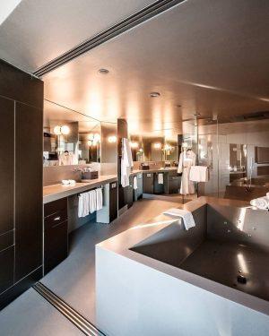 Bathroom Dreams come true in our SO VIP suite 😍 #SOvienna #FEELTHEPULSE #bathroom #bathroomgoals #designgoals #bubblebath #interior...