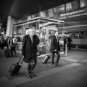 Wann immer möglich: mit dem Zug! 😉 Unterwegs nach Meran zum 50-Jahr-Jubiläum des Südtirol-Pakets und Gedenken an...