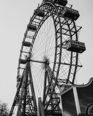 Grey in grey 🎡. Thanks to @adamoliva89 for the great picture 😀 • • • #wienerriesenrad #riesenrad...