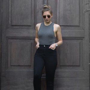 🌪 . . . #igersvienna#igersaustria#austrianblogger#viennablogger#lifestyleblogger#fitnessblogger#shouldergains#messybun#fitgirl#fitnessgirl#blonde#gymaddict#vienna#goodmorning Josephinum