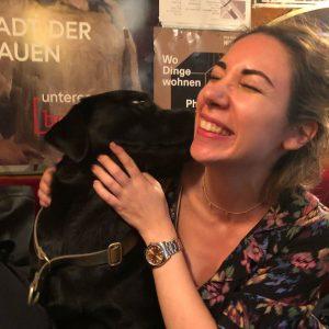 #love#Kira#Knutschi#Labrador#BussiBussi#LiebeaufdenHundertstenBlick ❤️🐶 Kaffee Alt Wien