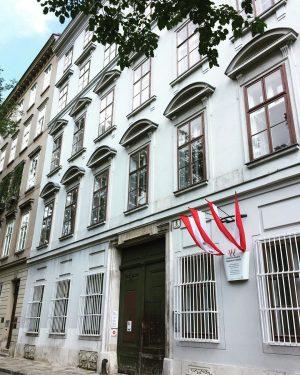 Beethoven Pasqualatihaus_ casa de Beethoven (1804-1815) donde escribio la IV, V, VI sinfonia_ #vienna #austria #beethoven #classicalmusic...