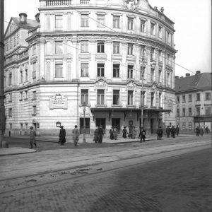 Tag 4 des Adventkalenders zeigt uns das Johann-Strauß-Theater bzw. spätere Scala-Kino im 4. Bezirk. Das Theater in...