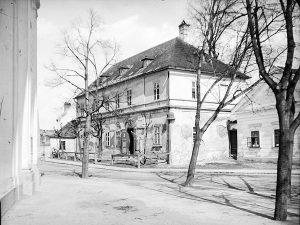 (1900/ÖNB/Wien Wiki) Der Khleslplatz (Meidling/Altmannsdorf), wurde 1894 nach dem Wiener Erzbischof Melchior Khlesl benannt. Vorher hieß er...