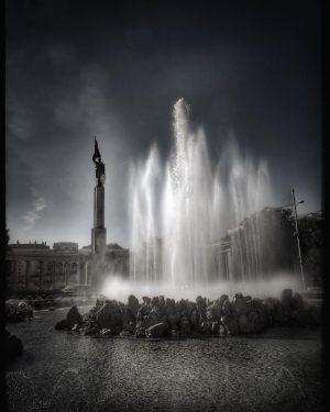 Heldendenkmal der Roten Armee, Hochstrahlbrunnen, Schwarzenbergplatz, Wien (Heroes Monument of the Red Army, High Beam Fountain, Schwarzenberg...