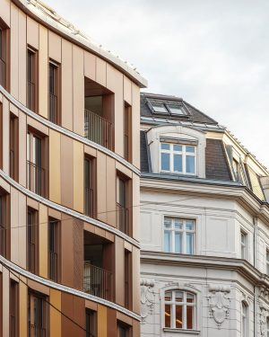 Renngasse 10's volume, materiality and colour scheme respect the historic surroundings of Vienna, while its curved and...