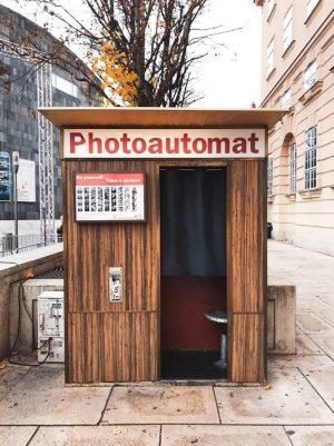 Senti-me que nem a Amélie Poulain em Viena ❤️📷 . . . . #photoautomat #photoautomatvienna #museumquartier #viennagoforit...
