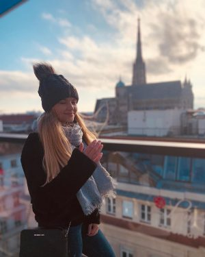 The wind almost took away my beanie LAMÉE ROOFTOP