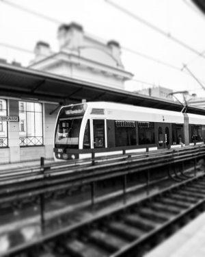 #ubahnstation #transport #wienerlinien #wien🇦🇹 #travelphotography📷 #travelling #travelgram #travel #traveljensw #instadaily #instagram #instapic #instalike #likeforlikes #december #sky #skylovers...