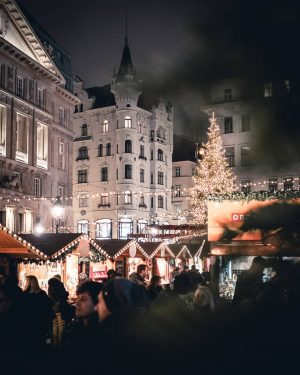 ⁠There are Christmas markets in the city and everywhere you go it smells like hot punch 😅....