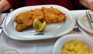 #wienerschnitzel #austriafoods #wien #austria @cjobim Plachuttas Gasthaus zur Oper
