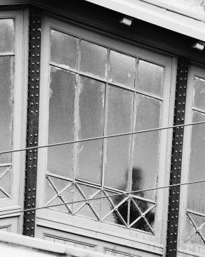 10/19 - U-Bahn - - - #wien #ubahnwien #people #waiting #streetlifephotography #bwphotography