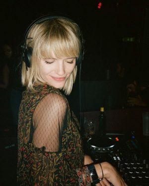 music makes me happy ✌🏼 - photo @ruth_abram 💘 PRATERSAUNA