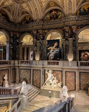 This museum @kunsthistorischesmuseumvienna is definitely one of the most beautiful I've ever seen, inside there aren't so...