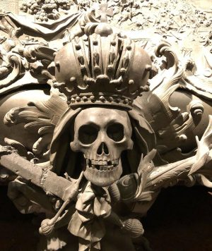 A little #momentomori to remind us where it all ends! #imperialtomb #vienna #royalty #tombs #skulls #death #history...