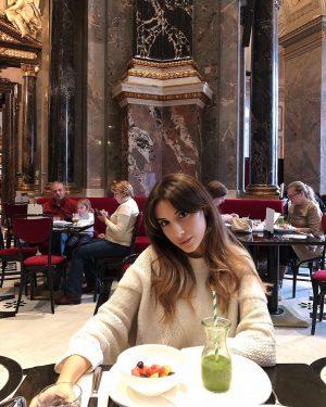 Идеальное начало дня в Вене - завтрак в Музее истории искусств 🗿 Атмосфера восхищает ! Завтрак можно...