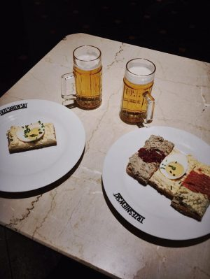 Ei mit Ei und E. . . #pfiff #vienna #food #placetobe #nutrition #instafood #trezniewskivienna #austria TRZEŚNIEWSKI