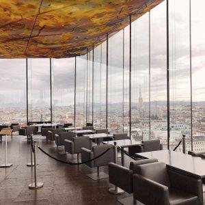 🌇 ———————————————————————— #vienne #autriche #sovienna #rooftop #beautifulplace #goldenhour #wine SO/ VIENNA