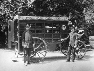 Ambulance 1881 🚑🐎 . This is what an ambulance looked like in 1881: . A Wiener Ambulance...