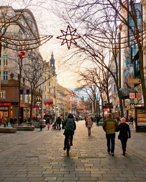 The largest shopping street in Vienna is always a magnet for many people, ...