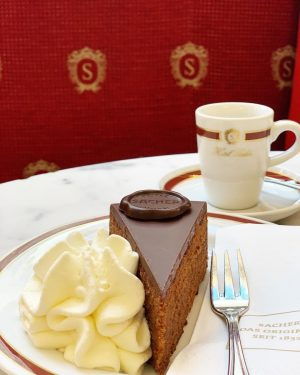 A feast for the eyes and your taste🌟 Enjoy the Original Sacher-Torte and many more delicious treats...