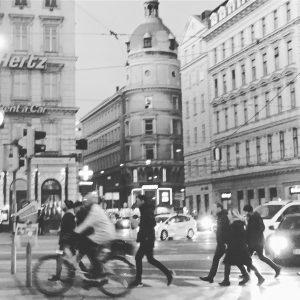 Вечоріє, грудень 2019. #schwarzenbergplatz #eveninginvienna #streetphotography Schwarzenbergplatz