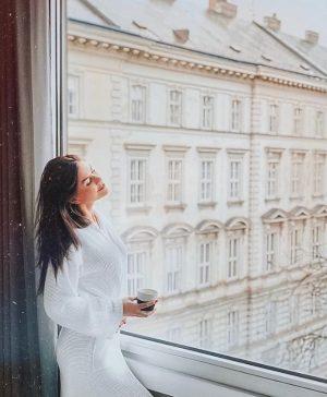 Waking up in Vienna. 💕 (📸 @Yagnetinskaya) . . . #LeMeridienVienna #MarriottPostcard #vienna ...
