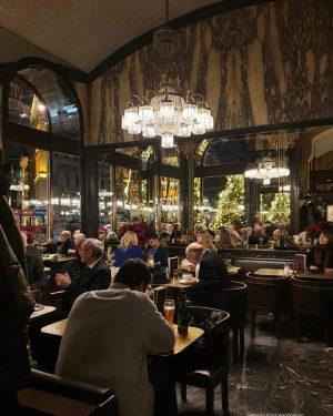 VIENNA_ Cafe Schwarzenberg __________________ #goodeveningvienna #viennanow #vienna_city #cafeschwarzenberg #kaffeehauskultur #wienerkaffeehaus #cafe #kaffeehaus #coffeetime ...