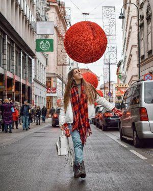 Знаєте що мені найбільше сподобалося в подорожі Відень - Будапешт? Різдвяна передноворічна атмосфера🎄 Святкові ярмарки, маштаби яких...