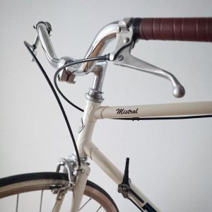 The PUCH mistral frames used to be proper roadbikes, this one was rebuilt to a city cruiser...