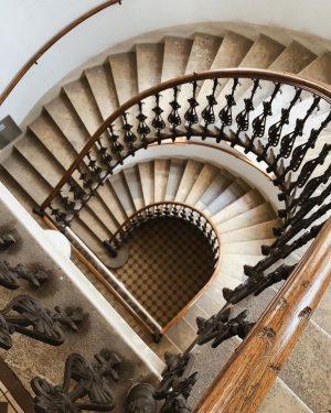 מדרגות זה פחות יפה עם מזוודות 🥵