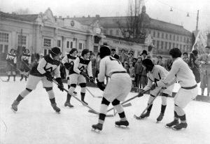 FRAUEN-POWERPLAY! In den 1920er Jahren gab es erstmals ein österreichisches Frauen-Eishockeyteam. Wie überhaupt ...