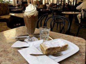 Bei dieser Hitze ist unser Eiskaffee genau das Richtige 🌡🍨☕️ #kaffee #coffee #coffeetime ...