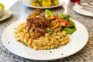 Lassen Sie sich von unseren wechselnden Mittagsgerichten überraschen und probieren Sie sich durch ...