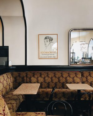 . ˚ A cute Viennese cafe with some even cuter (slightly distracted) Aussies ...
