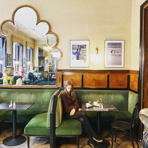 Viennese coffeehouse ☕️ В Вене не принято по-быстрому выпить эспрессо у стойки, как ...