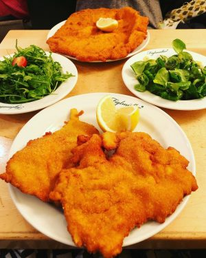 #veal and #pork #schnitzel and some garnish 🤷🏻♀️ #vienna Figlmüller (official)