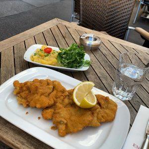 #vienna #viennerschnitzel #lunch Café Engländer