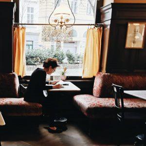 Les cafés font partie de l'art de vivre viennois, et c'est une des ...