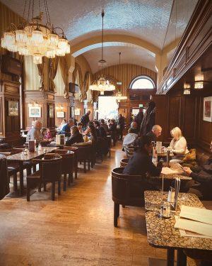 Кафе Шварценберг — глоток утреннего блаженства для визуала☕️ Исторические перипетии, в которые попадало ...