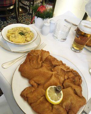 ⚡️Wiener Schnitzel love ❤️(cotoletta frittissima e grassissima ma troppo buona) . . . ...