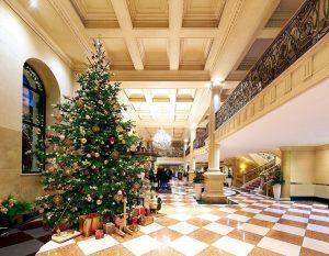 We wish you a wonderful Christmas Day! #grandhotelwien #grandhotelwienaustria #lhw #lhwtraveler #luxurytravel #christmas #christmasday #xmas #vienna #vienna_city...