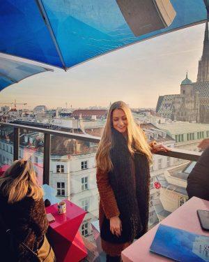 du bist am schönsten, wenn du glücklich bist✨ . . #lameerooftop #vienna #wien #trip #happygirl #memories #blondegirl...