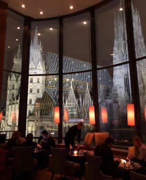 🇦🇹 ავსტრიის ულამაზეს ქალაქ ვენაში, აუცილებლად უნდა ესტუმროთ Do & Co_ სასტუმროს Onyx Bar-ს, რომელიც მდებარეობს სასტუმროს...