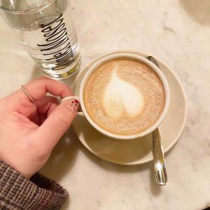 휴식4 #coffe#멜랑젤#비엔나커피#카페라떼#휴식#한박자쉬고#감성#라떼아트#애플케이크#여행#여행감성#갬성스타그램#여행에치다#유럽여행 Café Daniel Moser