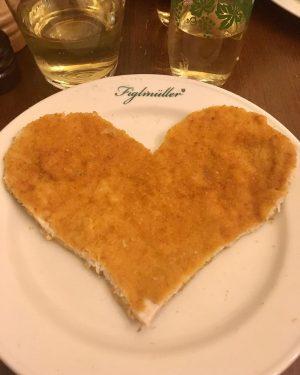 🤤🧡 #figlmüller #figlmüllerschnitzel #schnitzel #wien #österreich Figlmüller (official)