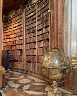 Dacă vrei să cunoști cultura unei țări, vizitează-i bibliotecile... zic eu. 📚Iar dacă ești la Viena, trebuie...