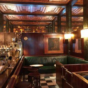Loos Bar (American Bar) we Wiedniu. Otwarty w 1908 roku bar projektu Adolfa Loosa. Przykład najlepszych wnętrz...