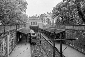 (1975/Wiener Linien) Von der Stadtbahn zur U-Bahn! Die U4 ist zwar nicht die erste U-Bahn der Welt,...